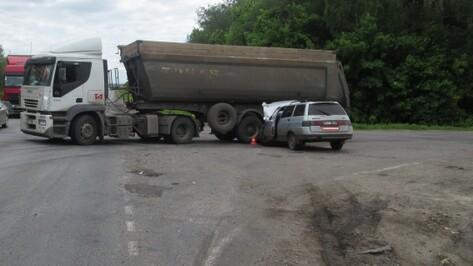 В Воронежской области в ДТП пострадала 17-летняя пассажирка «ВАЗа»
