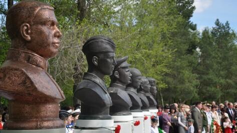 В Павловске установили бюст Герою Советского Союза Леониду Глебову