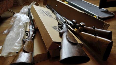 Воронежец из окна квартиры обстрелял из охотничьего ружья автомобиль