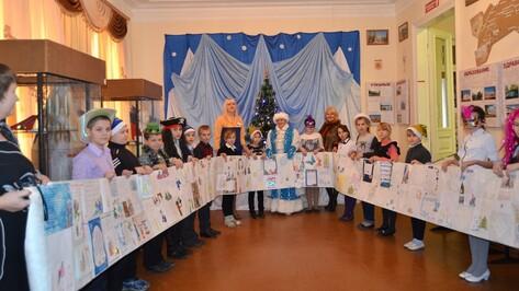 Бутурлиновские школьники написали 20-метровое письмо Снегурочке