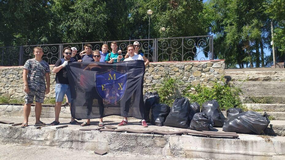 В Верхнем Мамоне активисты навели порядок на 2 пляжах