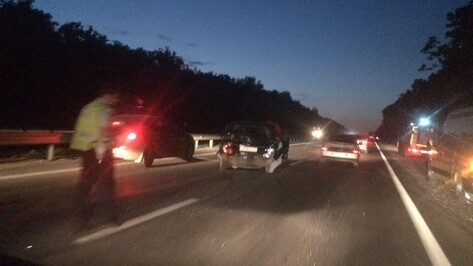 Под Воронежем в ДТП с грузовиком и Lifan пострадали 3 человека