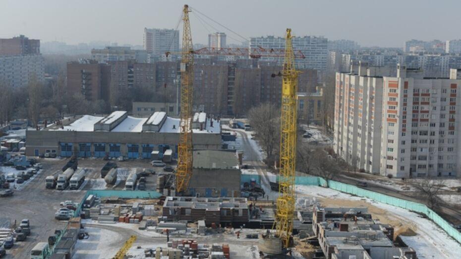 В Воронеже на стройке рухнула стрела башенного крана