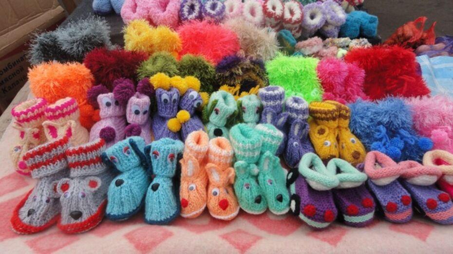 Жительница Павловского района создает необычную детскую обувь