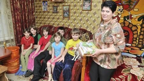 В Воронежской области хотят учредить аналог материнского капитала для усыновителей