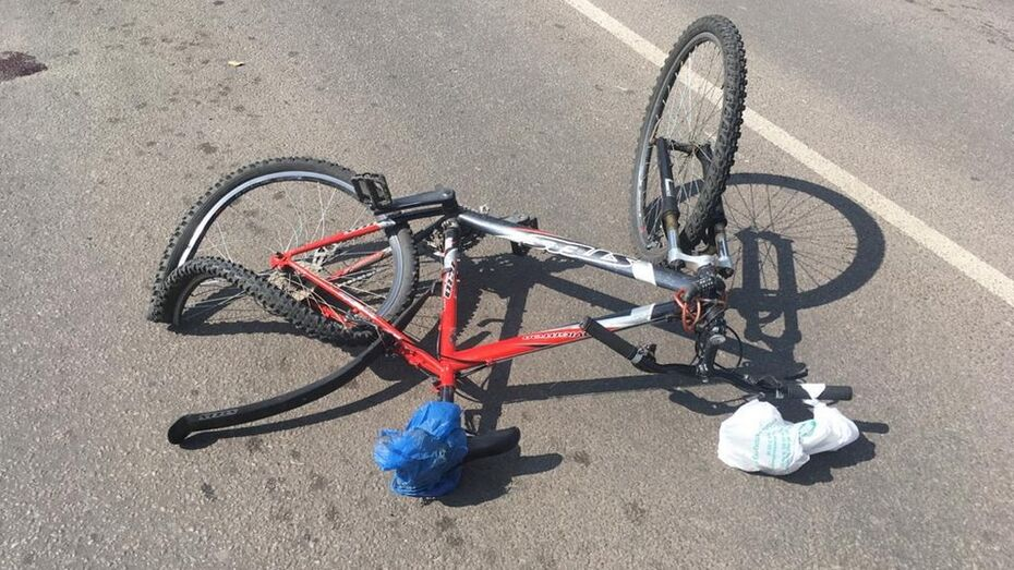 В Борисоглебске пожилая автоледи на Renault Sandero сбила велосипедиста