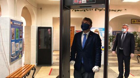 Замглавы Рособрнадзора спустя годы вернулся на сдачу ЕГЭ в Воронеже