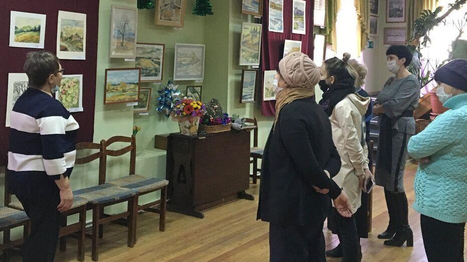 Выставка художницы – уроженки Ленинграда открылась в Боброве