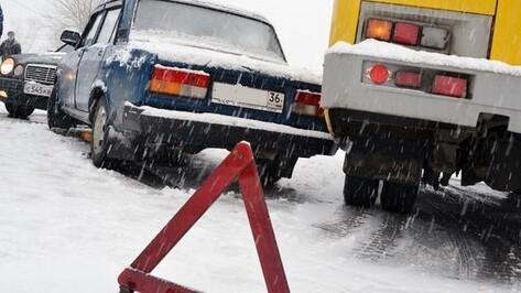В Воронежской области снегопад спровоцировал множество аварий на трассе М-4