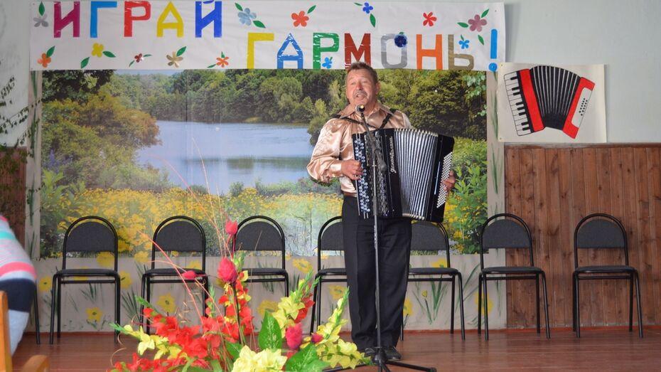 В семилукское село съехались гармонисты и частушечники из двух областей