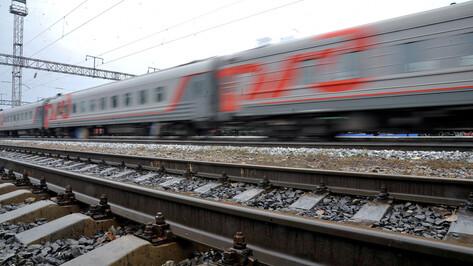В Воронеже спешивший на электричку мужчина попал под поезд
