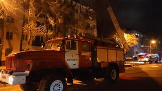 Пожар на крыше воронежской 5-этажки потушили