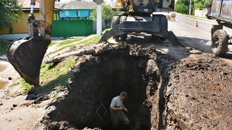 В Калаче дважды за день прорвало одну и ту же водопроводную трубу