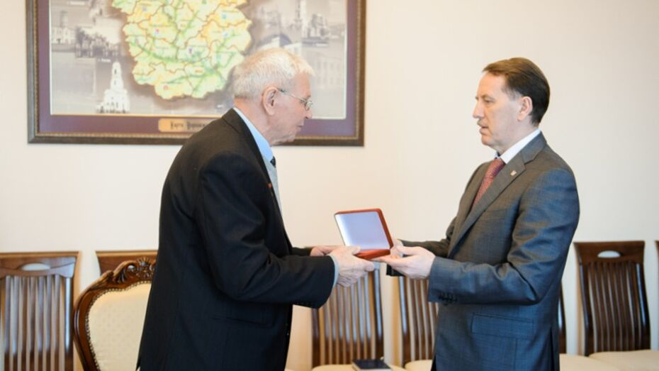 Губернатор наградил Ивана Дикунова знаком «За заслуги перед Воронежской областью»