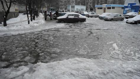 Воронежских водителей попросили быть внимательнее из-за гололеда