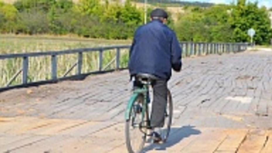 В бутурлиновском селе восстановили поврежденный грузовиком мост