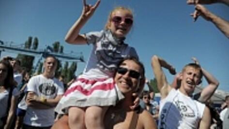 На воронежский фестиваль памяти Юрия Хоя фанаты пришли с маленькими детьми