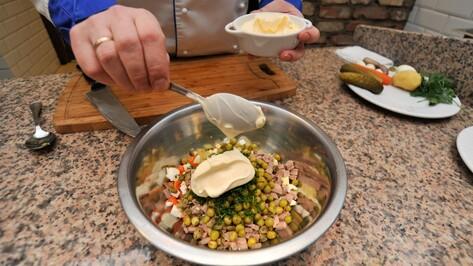 Воронежские санврачи дали рекомендации по выбору и хранению майонеза