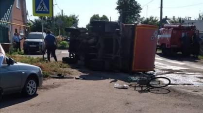 В ДТП с мусоровозом и ВАЗом в Воронежской области пострадали 2 детей и велосипедист