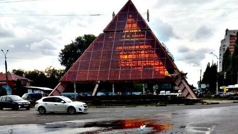 Водоканал объяснил появление «фонтана» у памятника Славы в Воронеже