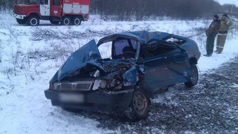 В Воронежской области электричка на переезде сбила автомобиль