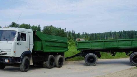 Оторвавшийся прицеп убил водителя «КамАЗа» в Воронежской области
