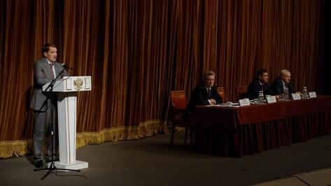 Алексей Гордеев наградил глав воронежских сел за успешную работу