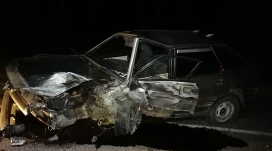 В лобовом столкновении легковушек на воронежской трассе пострадали 4 человека