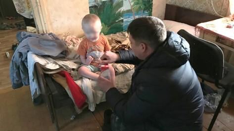 В Воронежской области майор полиции спас замерзшего 2-летнего мальчика