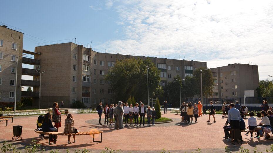 В Северном микрорайоне Острогожска благоустроили дворовую территорию