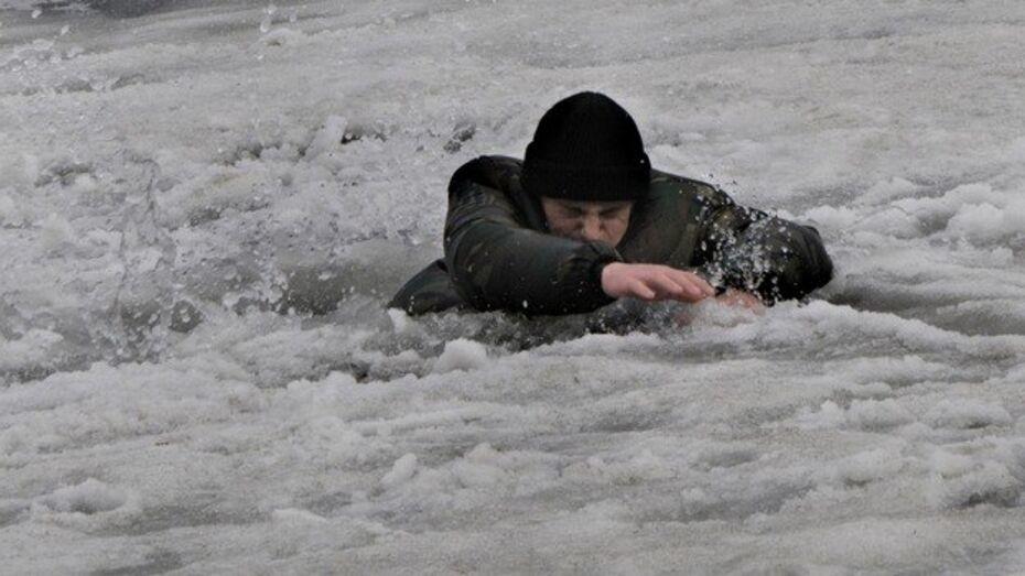 Воронежский рыбак провалился под лед водохранилища