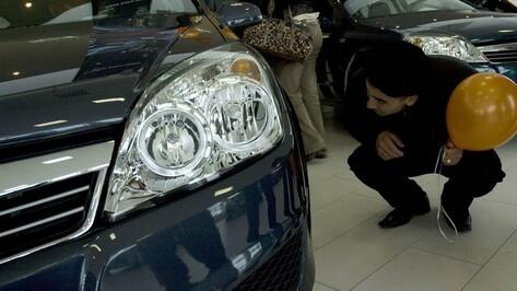 Продажи новых легковушек в Воронеже упали вдвое