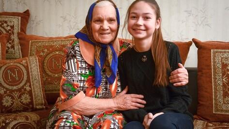 Острогожских школьниц наградили за спасение 85-летней женщины