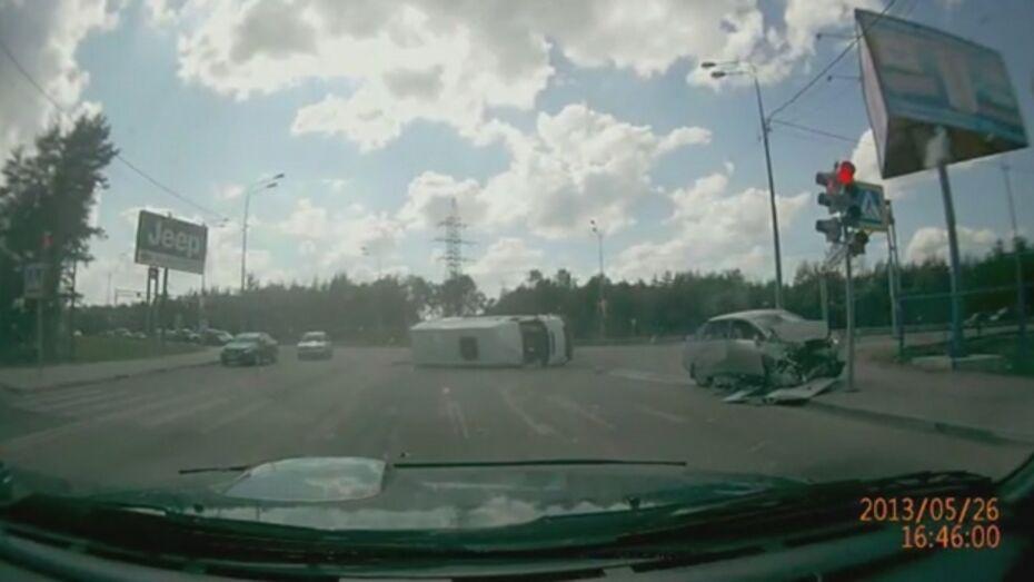 В воскресном ДТП маршрутки и «Ниссана» пострадали водитель и пассажиры иномарки (ВИДЕО)