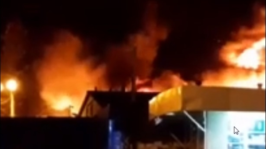 Обувной склад вспыхнул на улице Иркутской в Воронеже