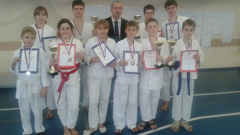 Поворинцы завоевали 10 медалей на региональных соревнованиях по каратэ
