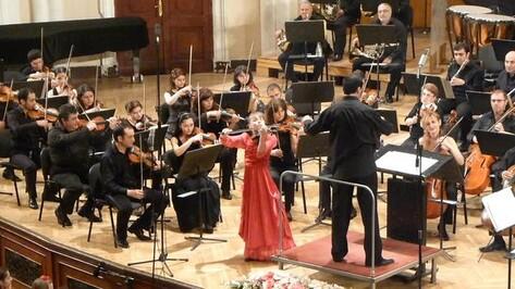 12-летняя скрипачка из Воронежа Маша Артеева выступила на знаменитых сценах столиц России и Армении