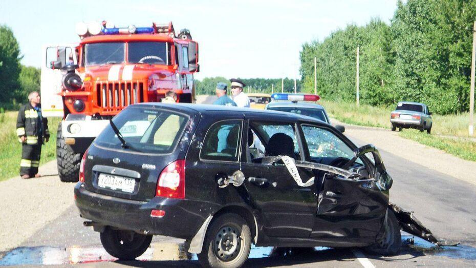 Очевидцы: при столкновении 2 машин в Воронежской области погиб младенец
