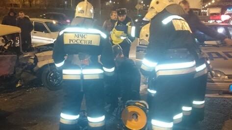 В Воронеже в массовом ДТП на Антонова-Овсеенко погибли 2 мужчин
