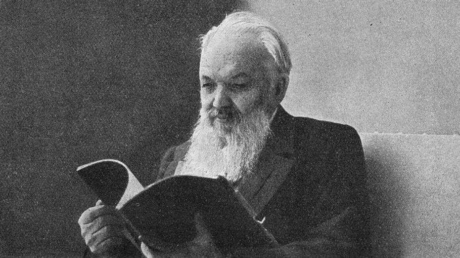 Алексей Гордеев предложил открыть в Санкт-Петербурге памятник издателю из Воронежа