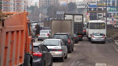 В Воронеже часть улицы 9 Января на 2 недели станет односторонней