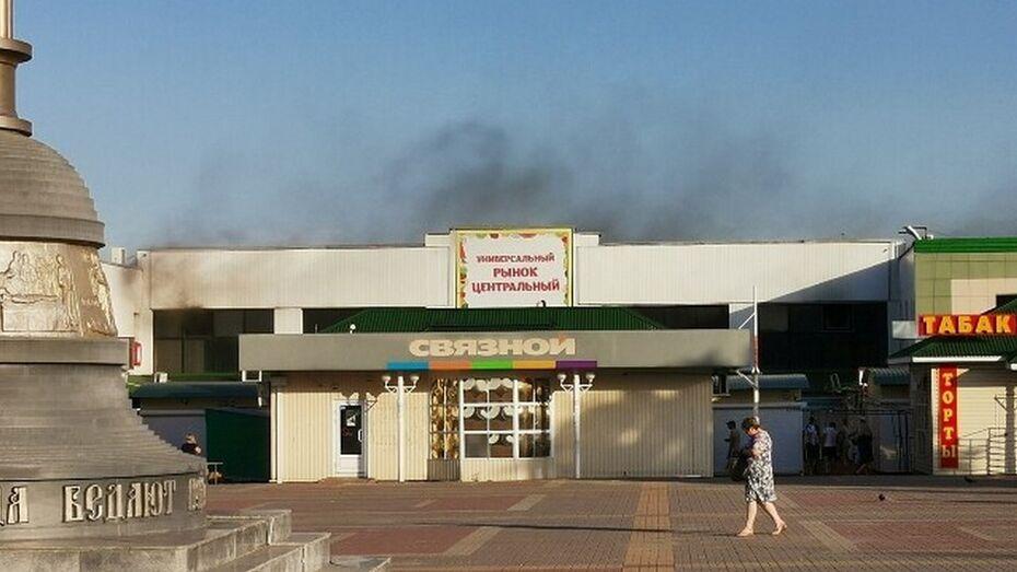 В Лисках на рынке сгорели 2 торговых павильона