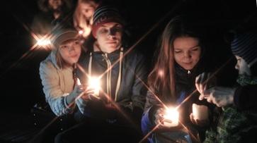 Более 300 воронежцев зажгли свечи в честь акции «Час Земли»