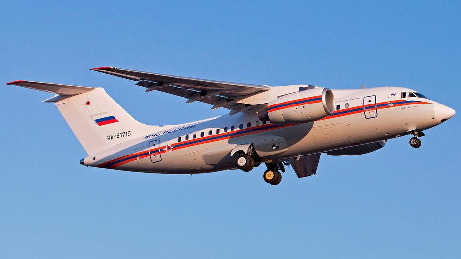 Воронежский самолет Ан-148 покрасили в фирменные цвета МЧС