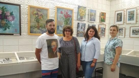 Выставка картин местных художников-любителей открылась в Павловске