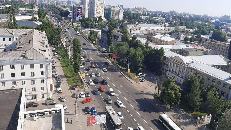 Еще не работающая выделенка вызвала затор на Московском проспекте Воронежа