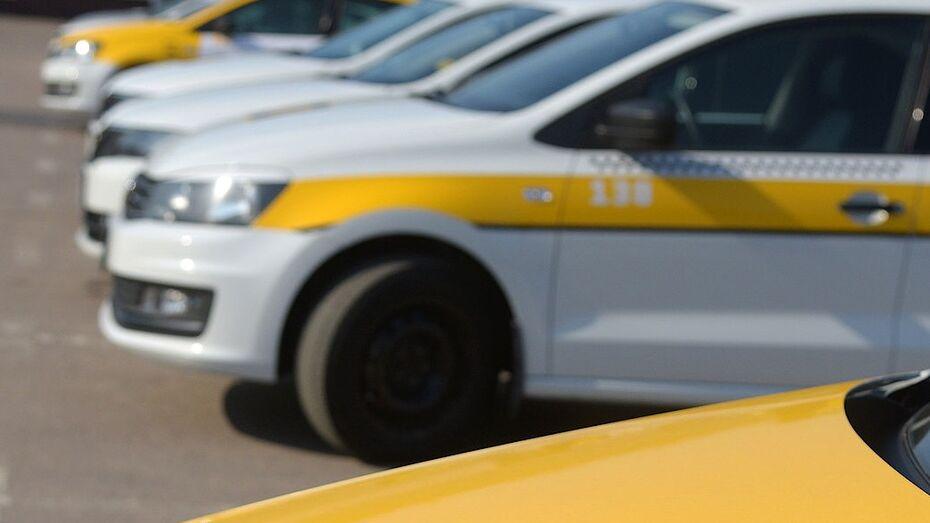 «Засыпавший» за рулем таксист умер от инсульта в Воронеже