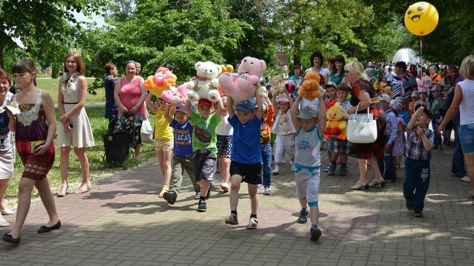 В Богучаре День защиты детей отметили парадом игрушек