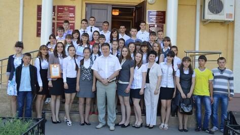 Лучшие ученики Подгоренского района получили стипендии и съездили в океанариум