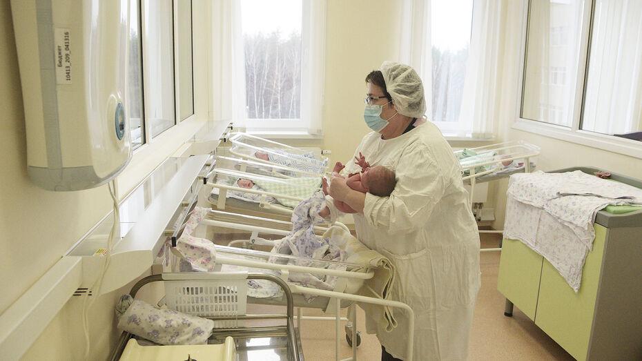 С начала года в Воронежской области зарегистрировали 113 Артемов и 99 Анн